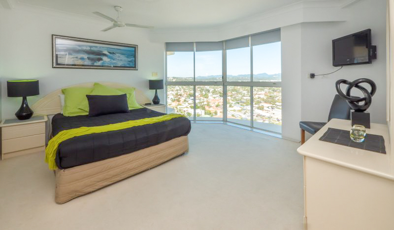 Beachfront Burleigh Heads Apartments – Book for the School Holiday